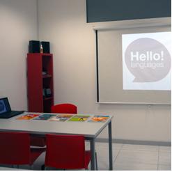 Amplias aulas digitales con máximo 10 alumnos por clase